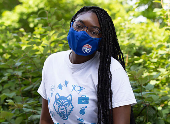 Student wearing a UWG mask and t-shirt
