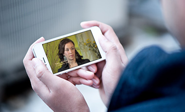 Person holding a cellphone with a screenshot