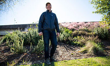 University of West Georgia alum Cory Mosser '04 is introducing a new perspective into work environments across Atlanta. His innovative approach to creating an edible landscape for companies is changing the way employees spend their free time at work while educating them on sustainable, seasonal eating.