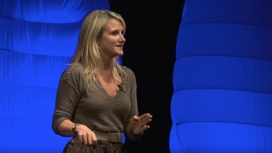 Mel Robbins talking on stage